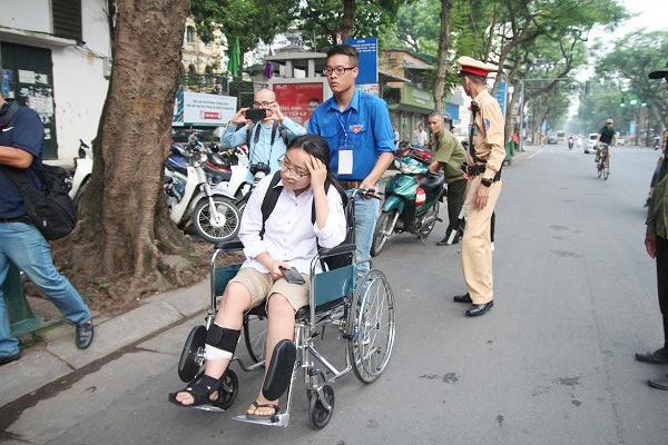 "bo dua con di thi thpt quoc gia bang xe lan: ""gap van den, toi lo con lo ky thi"" - 15"