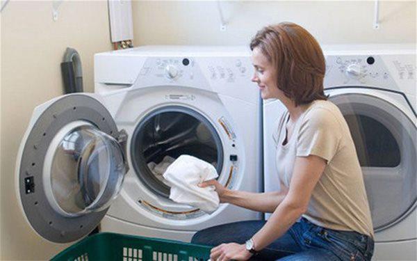 6 sai lầm nhiều nhà mắc khiến máy giặt hỏng lên hỏng xuống, tốn điện hơn điều hòa - 3