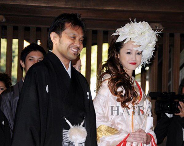 """""""Quốc bảo"""" phim nóng Nhật Bản lấy chồng già: Mỗi tháng"""