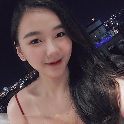 Nữ sinh chuyên Toán Quảng Trị xinh đẹp, học giỏi, kinh doanh giỏi