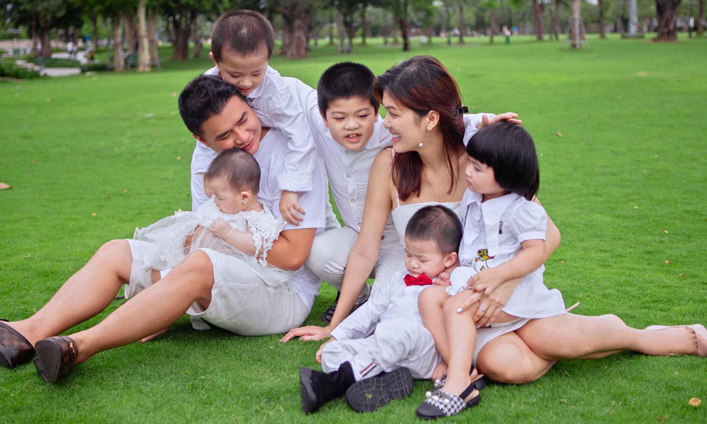 sinh con lan 6 cho dai gia, hoa hau oanh yen chinh la ba me nhieu con nhat showbizviet - 5