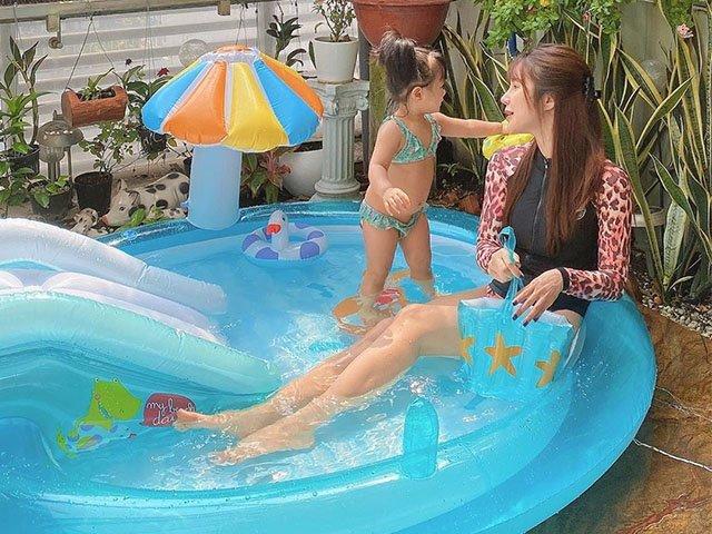 di choi dien bikini boc lua chu ve nha voi con la diep lam anh chon ao tam kin bung - 5