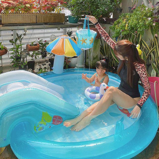 di choi dien bikini boc lua chu ve nha voi con la diep lam anh chon ao tam kin bung - 4
