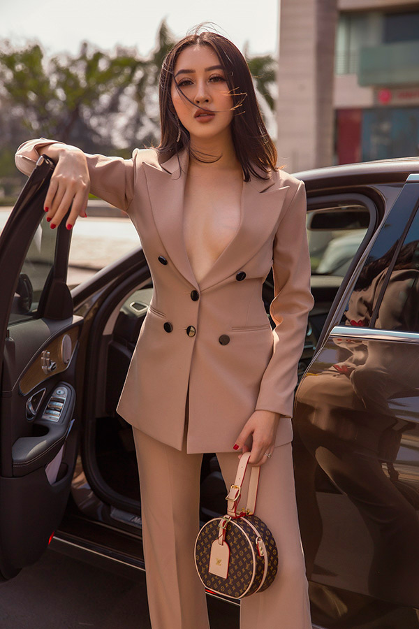 huynh thuy anh khoe anh street style, bien hoa lien tuc voi loat do hieu - 2