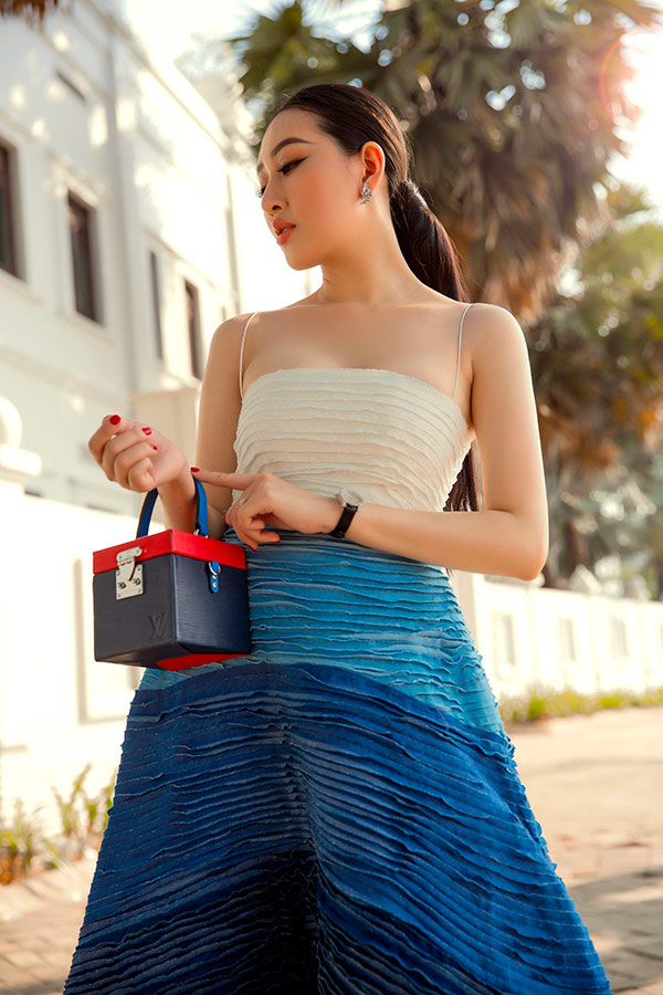 huynh thuy anh khoe anh street style, bien hoa lien tuc voi loat do hieu - 4