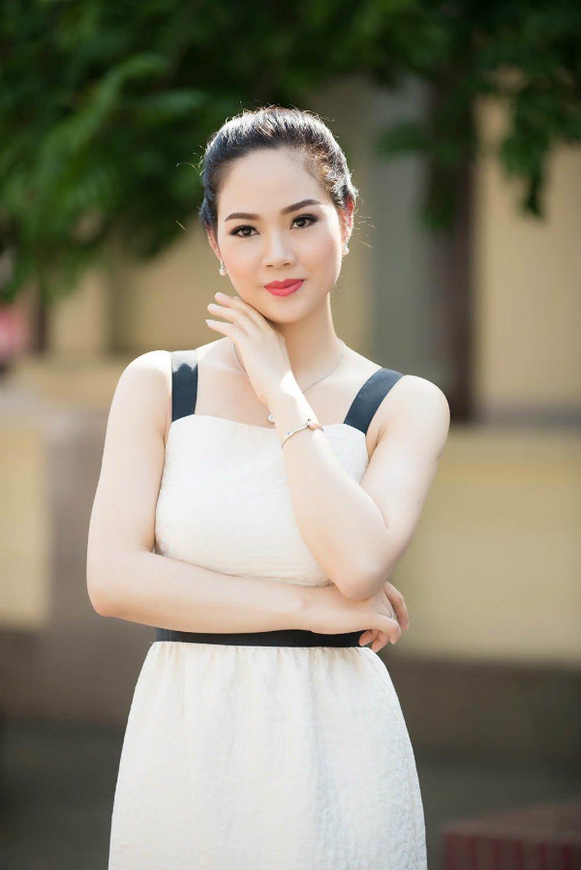 """cuoc song xa roi hao quang cua hoa hau viet nam tung vuong scandal """"bat coc"""" khi hoc lop 12 - 9"""