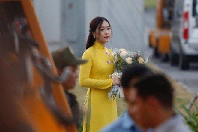 """Nữ MC VTV đang được dân mạng """"truy lùng"""" vì đẹp ngang Hoa hậu - ảnh 10"""