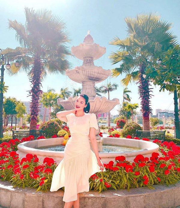 tron con ra duong, me bim lan khue len do voi ao so mi khong cuc phong phanh - 12