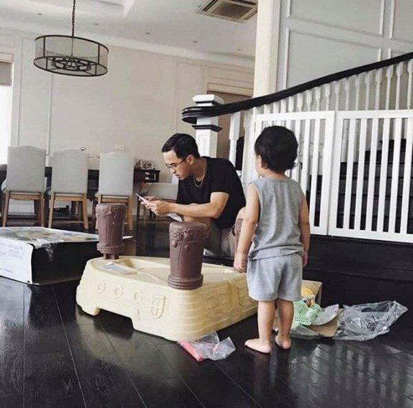 "khong o ""cung dien"" dat vang nha chong, tang thanh ha khoe tron ven biet thu trang tinh - 5"