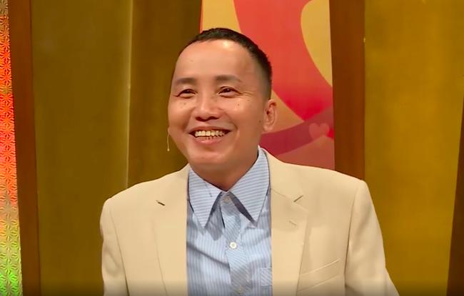 "bo gia u50 nhan ""con gai nuoi"" roi cuoi, nho mai lan dua con gai nuoi vao nha nghi - 1"