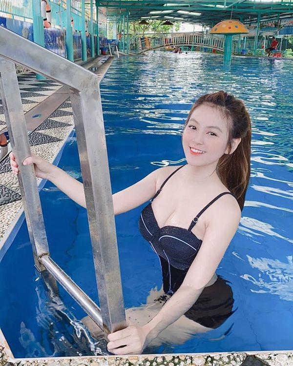 co giao hot girl nhan con mua loi khen sau man khoe hinh pho dien body nuot, eo that gon - 8