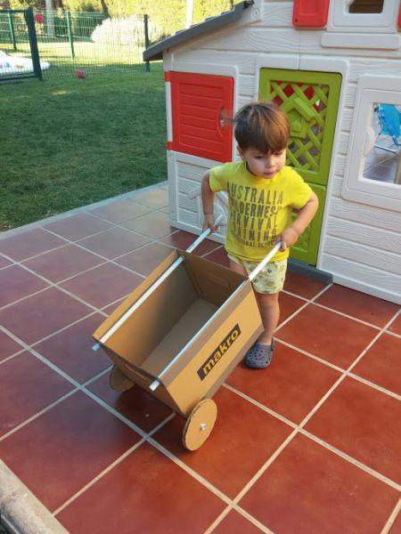 Tận dụng đồ bỏ đi trong nhà làm 5 đồ chơi cực thú vị cho bé - 4