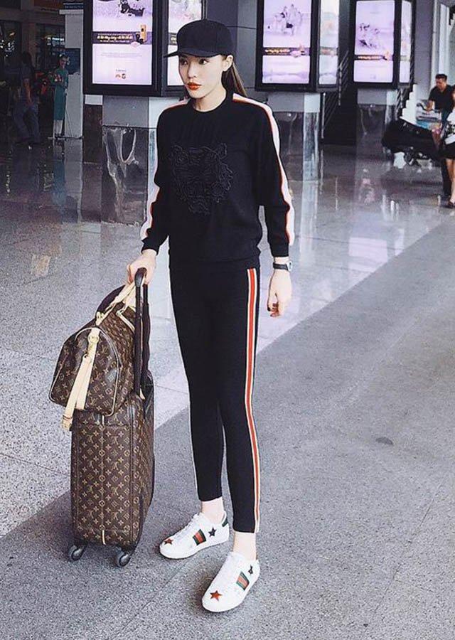 xinh dẹp có tiếng nhưng triệu vy mãi thua chị kém em vì thời trang sân bay xuề xoà - 13