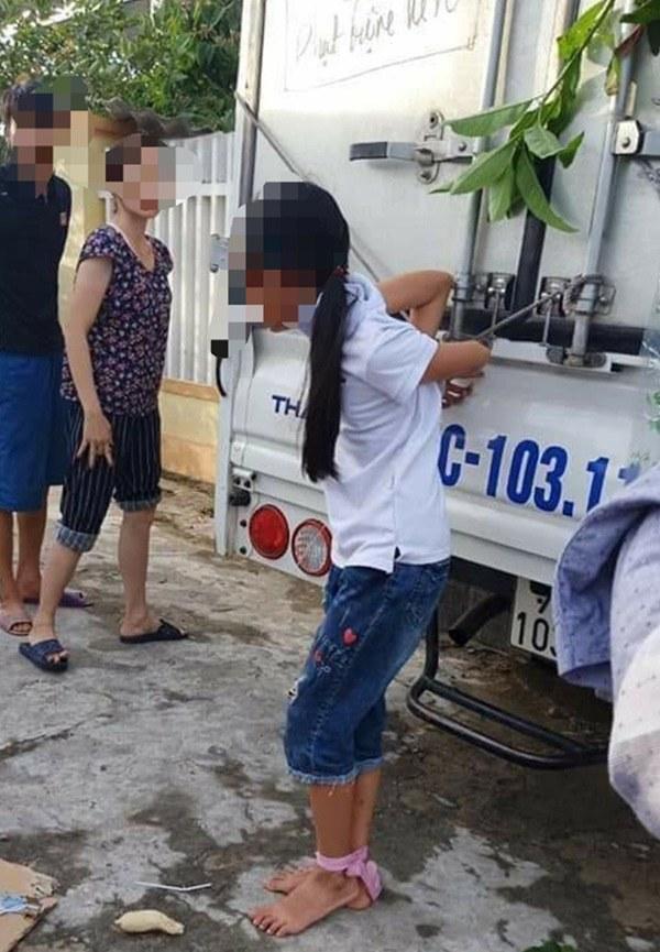 Sự thật về thông tin bé gái 12 tuổi bị gia đình trói tay vào thùng xe tải đánh đập