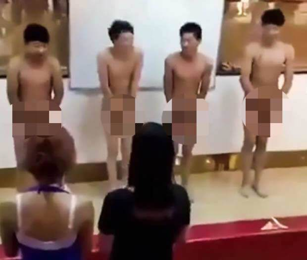 "nhung hinh phat ""gay soc"" cua chu doanh nghiep: ep nhan vien uong nuoc tieu, nuoc bon cau - 5"