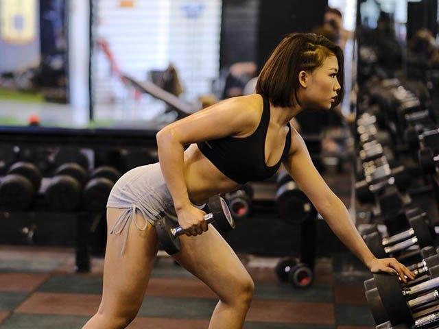 xưa rồi tập gym nhẹ nhàng, cao thái hà nâng tạ khi the dể có vóc dáng siêu chuẩn - 11