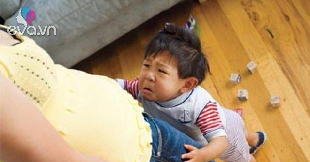 Con cái sống xa bố mẹ: Tổn thương của những đứa trẻ bị bỏ lại phía sau