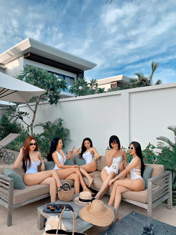 hoi ban than dien bikini khoe nguc no, eo thon dep lam dan tinh ban loan - 1