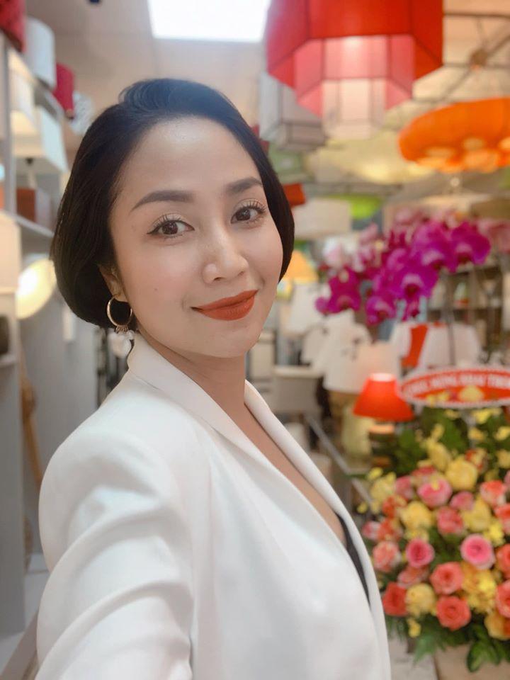 Bận rộn chăm con, mẹ bỉm Ốc Thanh Vân, Lan Cave đắp mặt nạ dưỡng da cả khi lái xe 1