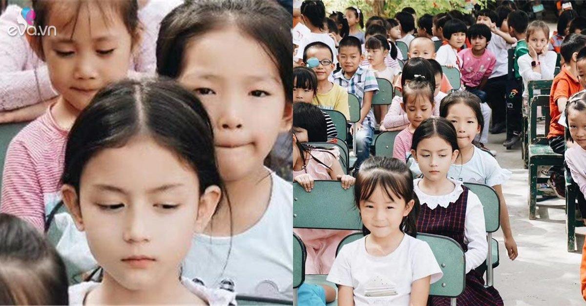 Cô bé mẫu giáo nổi bật trong bức ảnh tập thế, ai nhìn cũng xuýt xoa vì khí chất