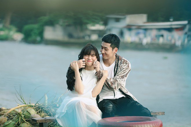 """Tuấn Trần khoe ảnh tình tứ với người yêu, ai ngờ là cô Trà Long ngây ngô của """"Mắt biếc"""" - ảnh 2"""