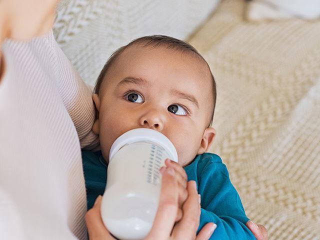 Giải pháp cho mẹ khi con sơ sinh bị ọc sữa, hay thở khò khè - ảnh 3