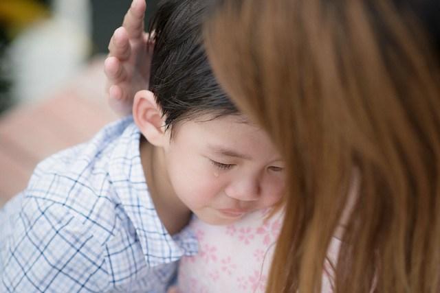 4 lý do mẹ đừng bao giờ quát con: Đừng khóc nữa!