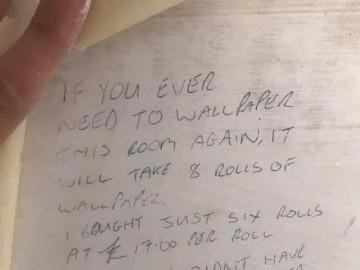 Đang sửa lại nhà, người phụ nữ phát hiện bí mật ẩn giấu dưới bức tường suốt 23 năm