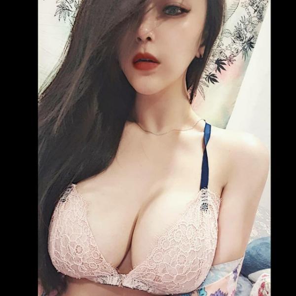 gai xinh nga nhao xuong duong sau cu va cham xe, nhung vong mot cang tron moi gay an tuong - 6