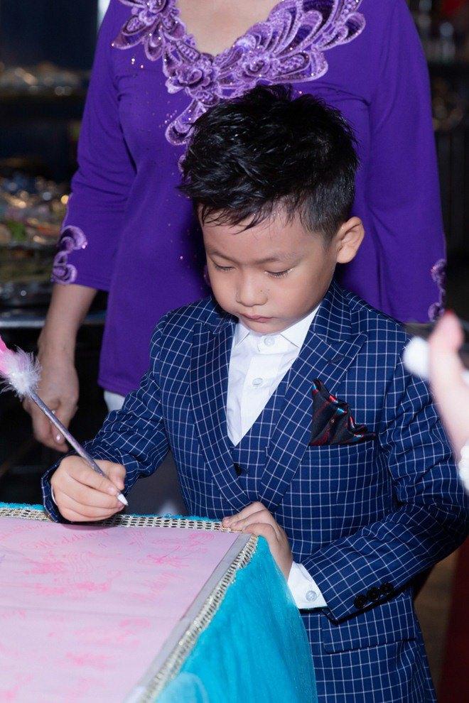 "lan dau tien lo dien con trai 7 tuoi khoi ngo cua ""vua nhac san"" luong gia huy - 4"