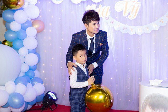 "lan dau tien lo dien con trai 7 tuoi khoi ngo cua ""vua nhac san"" luong gia huy - 7"