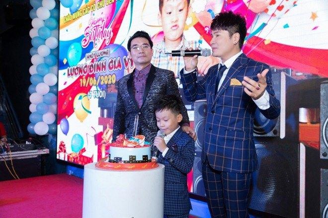 "lan dau tien lo dien con trai 7 tuoi khoi ngo cua ""vua nhac san"" luong gia huy - 1"