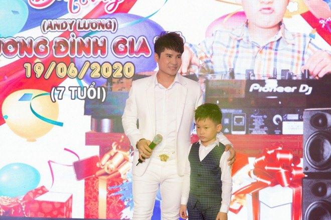 "lan dau tien lo dien con trai 7 tuoi khoi ngo cua ""vua nhac san"" luong gia huy - 8"