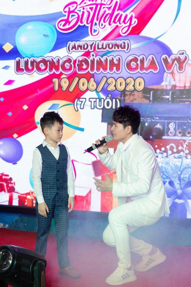 "lan dau tien lo dien con trai 7 tuoi khoi ngo cua ""vua nhac san"" luong gia huy - 9"