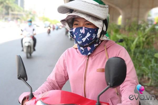 "me hai con chay xe om giua nang nong: ""nhin chi em ngoi mat, duoc lam dep toi them lam"" - 1"