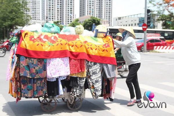 "me hai con chay xe om giua nang nong: ""nhin chi em ngoi mat, duoc lam dep toi them lam"" - 7"