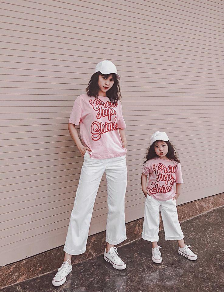 Mỗi tháng chi 10 triệu sắm áo quần, mẹ bỉm 8X cùng con gái diện đồ đôi đi muôn nơi 6