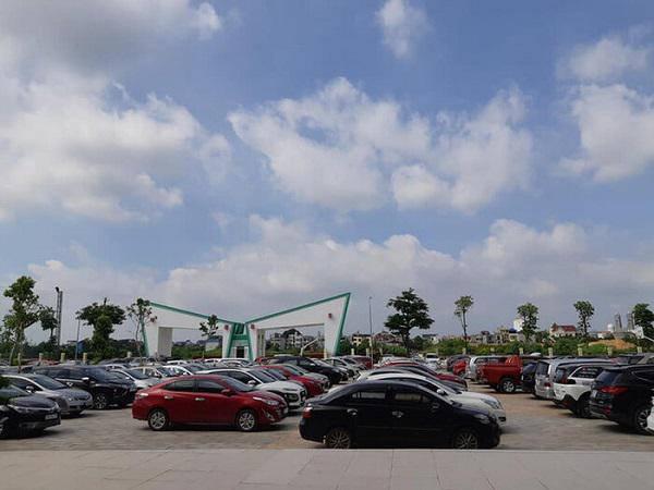 Hàng trăm chiếc ô tô đỗ kín sân trường ngày họp phụ huynh ở Thái Nguyên khiến dân mạng xôn xao 3