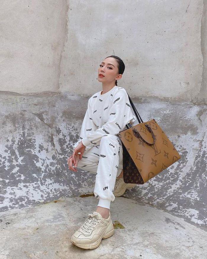 SAO SẮM GÌ: Chiếc túi này có gì mà cả Hoa hậu, diễn viên, người mẫu đều đụng hàng - 6