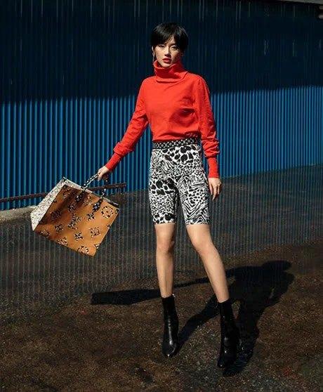 SAO SẮM GÌ: Chiếc túi này có gì mà cả Hoa hậu, diễn viên, người mẫu đều đụng hàng - 13