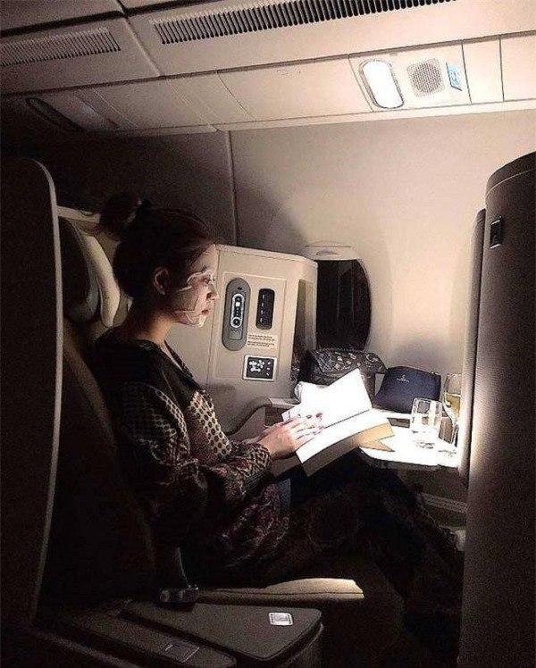 Người ta đắp mặt nạ khi lên máy bay, còn H'Hen đắp luôn nơi công cộng - 5