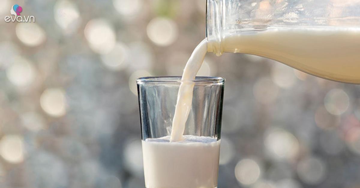 Có nên uống sữa khi đói? Nên uống sữa lúc nào?