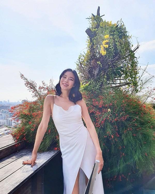 Kiểu váy dịu mát được hội mỹ nhân Thái mê mẩn, diện vào ngày nắng còn thanh lịch hết mực - 5