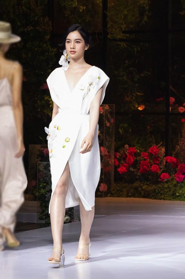 Kiểu váy dịu mát được hội mỹ nhân Thái mê mẩn, diện vào ngày nắng còn thanh lịch hết mực - 13