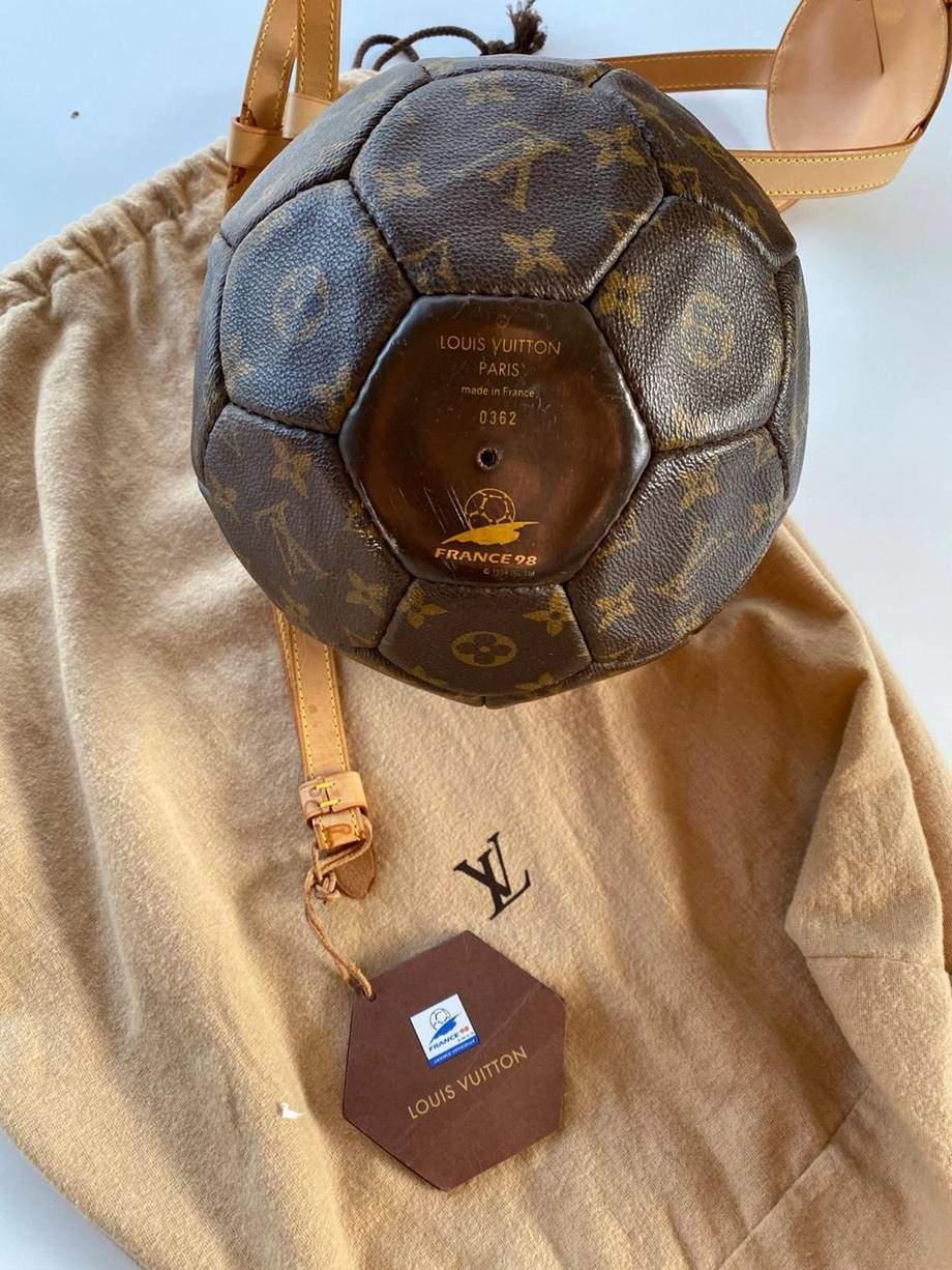 Không chỉ túi máy bay của Louis Vuitton, thế giới hàng hiệu còn nhiều mẫu túi độc lạ hơn thế - 7