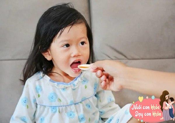 Cho con uống sữa, hầm xương bổ sung canxi, bác sĩ: Chỉ cần uống nước đúng cách cũng đủ - 4
