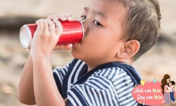 Cho con uống sữa, hầm xương bổ sung canxi, bác sĩ: Chỉ cần uống nước đúng cách cũng đủ - 8