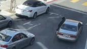 Bị cướp giật túi xách, cô gái quyết đu bám trên xe và cái kết
