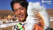 Chàng trai chăn bò nổi tiếng Tiktok lần đầu được mời dự tuần lễ thời trang