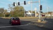 Lao xe như tên bắn vào cửa hàng ô tô, nữ tài xế tử nạn